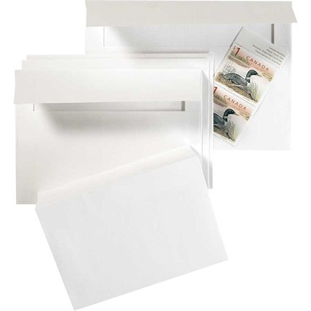 Enveloppe blanche d'invitation